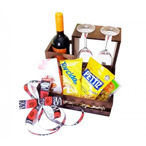 Vinho com Taças, Aperitivos e Chocolate em Suporte Especial