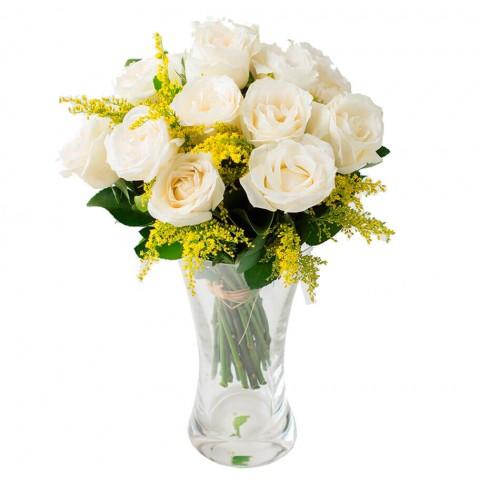 Arranjo com 12 Rosas Brancas no Vaso de Vidro